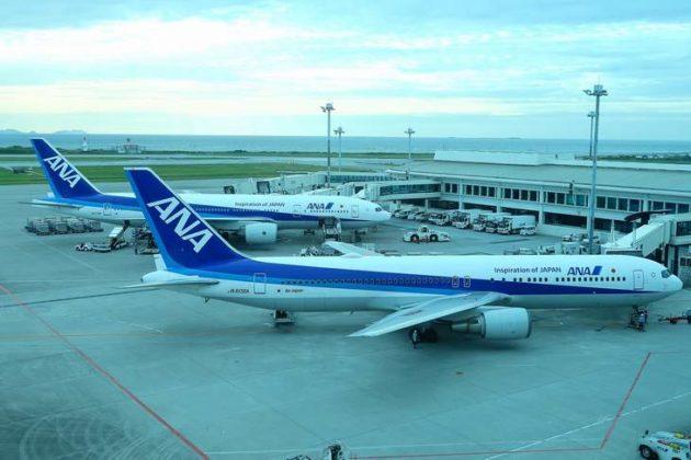 飛行機と空港