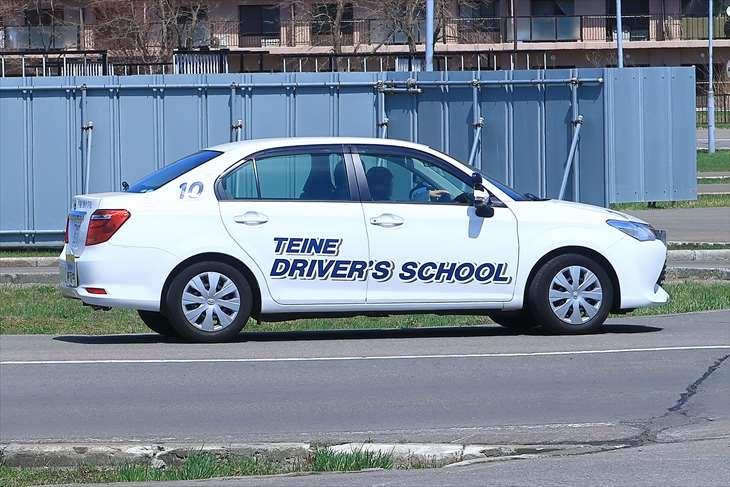 自動車学校の教習車